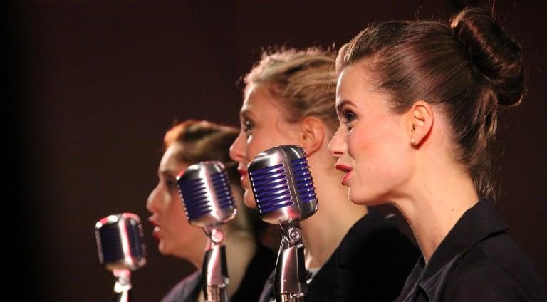 Singing badly at a musical? Alert the press!