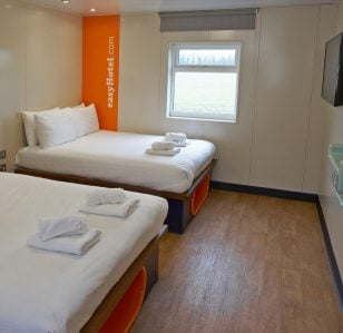 easyHotel eases Travel Stress with Free Rooms for Comedians